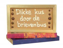 Chocoladereep met tekst: Dikke kus door de brievenbus
