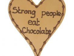 Chocoladehart met tekst: Strong people eat chocolate
